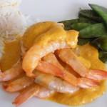 Un plato con mariscos.