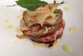 Berenjenas con tomate y queso de cabra