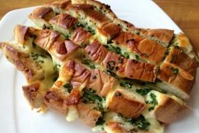 Pan relleno con queso y cebollín