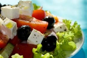 Ensalada griega con yogurt